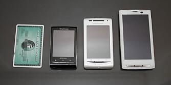 Fra høyre: Sony Ericsson X10, X8 og X10 Mini, sammenlignet med et vanlig kredittkort.