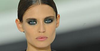 SEXY VÅRSMINKE: La deg inspirere av Chanels sotede øyne når du skal sminke deg til fest i vår.