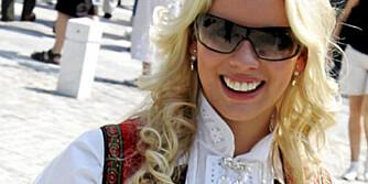 BUNADSBRILLER: Nøytrale briller i svart eller brunt er lov til bunad.