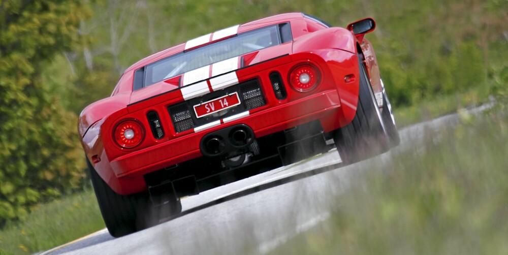 BRUTAL: Ford GT ser macho ut, og oppleves også slik. Men faktisk er den samtidig både svært så lettkjørt og komfortabel.