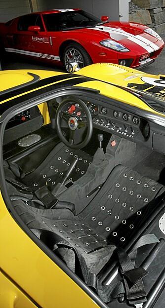 RACING: Her er det null komfort og praktiske løsninger. Hvis du er villig til å ta plass her, er du steike glad i å kjøre bil - punktum!