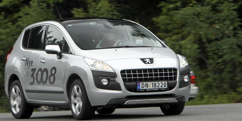 FLOTT: Peugeot 3008 er en velkjørende, komfortabel og rommelig bil - samtidig som den er kompakt.
