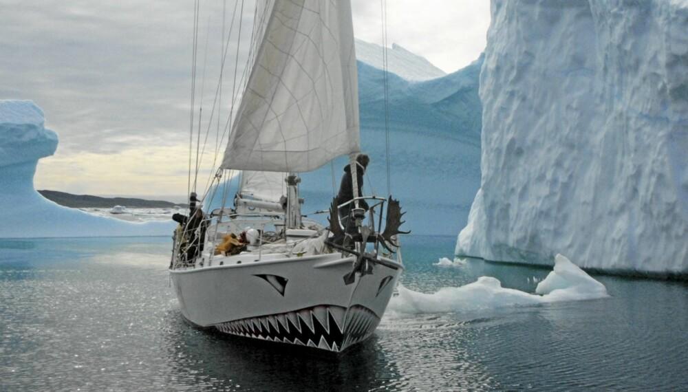 POLFARERE: Berserk seiler i Amundsens kjølvann.