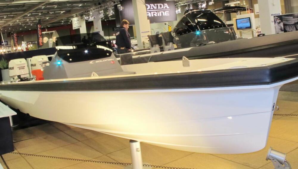 Med ultramoderne design og ekstremt fartspotensial vekker Goldfish 28 Tender oppsikt.