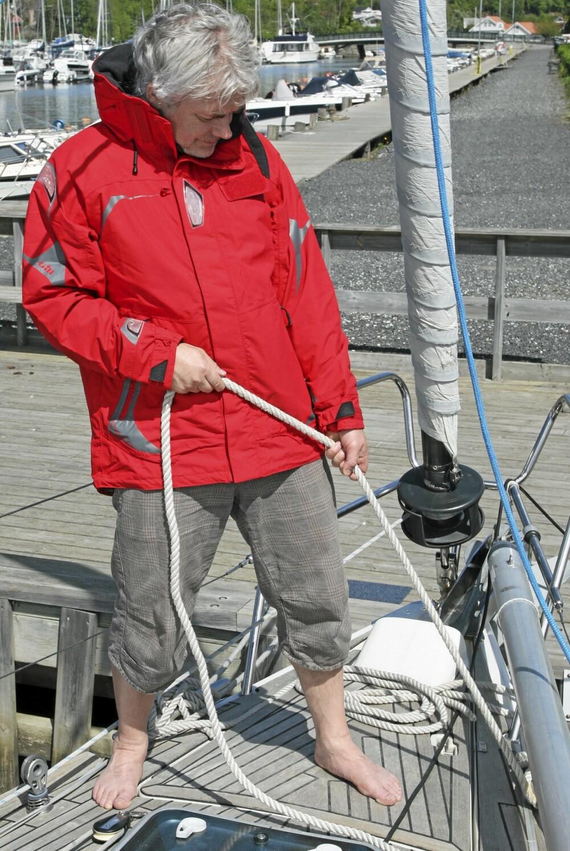 85afbe4e Gill OS2 Offshore Coastal 2-lags herrejakke til 2495 kroner. I følge Gill  har den alle egenskapene en god offshorejakke skal ha. Pustende membran, og  godt ...