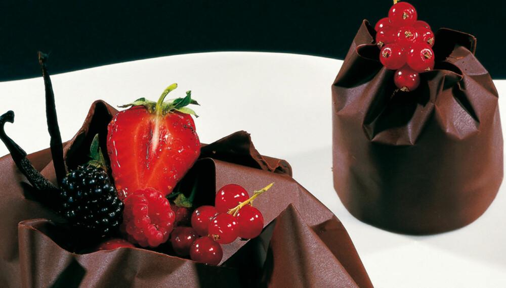 INNPAKKET KLASSIKER: Mørk sjokoladepose med klassisk sjokolademousse og vaniljekokte epler.