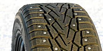PIGGER: Nokian Hakkapeliitta 7-piggdekket gjør det blant annet godt på våt asfalt.