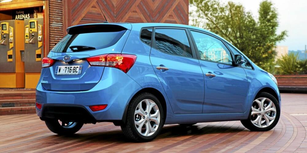 HØYERE: Hyundai ix20 er litt høyere enn de tradisjonelle bilene i klassen.