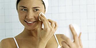 HINDRER ALDRING: Fjerning av sminke er viktig for å hindre tidlig aldring av huden.