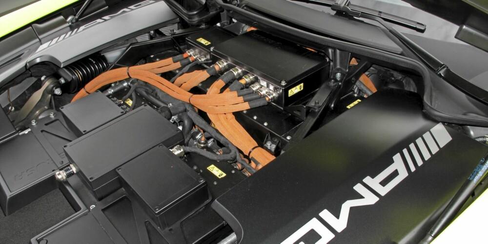 RÅSKINN: Batteripakka i Mercedes-Benz SLS AMG E-Cell yter 550 hk.