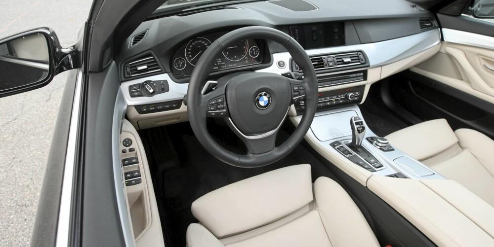 FØRSTE KLASSE: Med skinnseter, automatgir og navianlegg er på plass, gir BMW 5-serie en kvalitetsfølelse av aller beste luksusbilklasse. Men det koster en hel del ekstra.