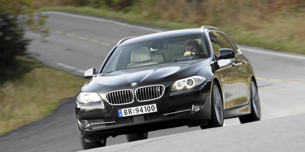 SJÅFØRENS BIL: BMW 5-serie stasjonsvogn har relativt god plass, men fortsatt er sjåføren viktigst for BMW. Kjøregleden er på topp.