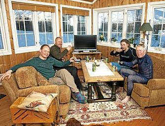 HYTTEKOS: Hytta på Lykkja i Hemsedal betyr mye for Cato. Dit drar han så ofte han kan, gjerne med kameratene (f.v.) Willy Persen, Svein Arild Arntsen og Gøran Simonsen.