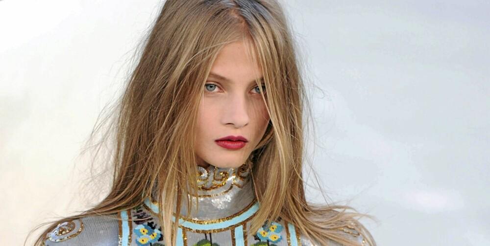 ROCKA OG RUFSETE: Sats på viltre lokker og en rocka frisyre, som vist hos Chanel.
