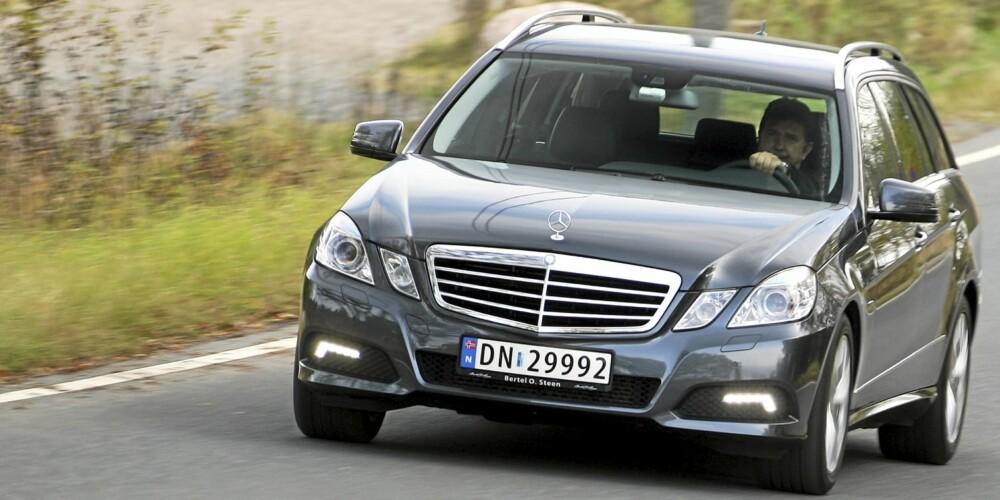 TRYGGHETEN SELV: På veien er Mercedes E-klasse stødig som Dovrefjell. Fjæringskomforten er i luksusbilklassen.