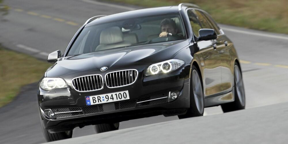 SUPERKOMBINASJON: BMW 5-serie greier å forene sportslige kjøreegenskaper og god komfort fascinerende godt.
