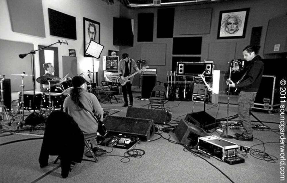Gamle helter vender tilbake! Her er bildene fra Soundgardens øvingslokale, tatt i går med varsel om at bandet slipper ny plate i 2011.