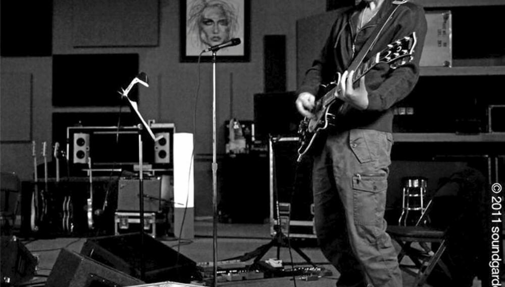 Soundgardens vokalist og gitarist Chris Cornell er i studio for å spille inn grungeheltenes første plate på 15 år. MANN jubler!
