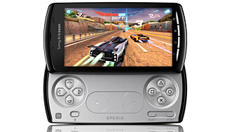 PLAYSTATION: Xperia Play er Playstation-sertifisert og har innebygd Playstation-kontroller.