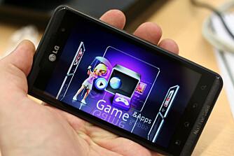 VISER 3D: Skjermen til LG Optimus 3D viser 3D uten at du trenger å ha på 3D-briller.