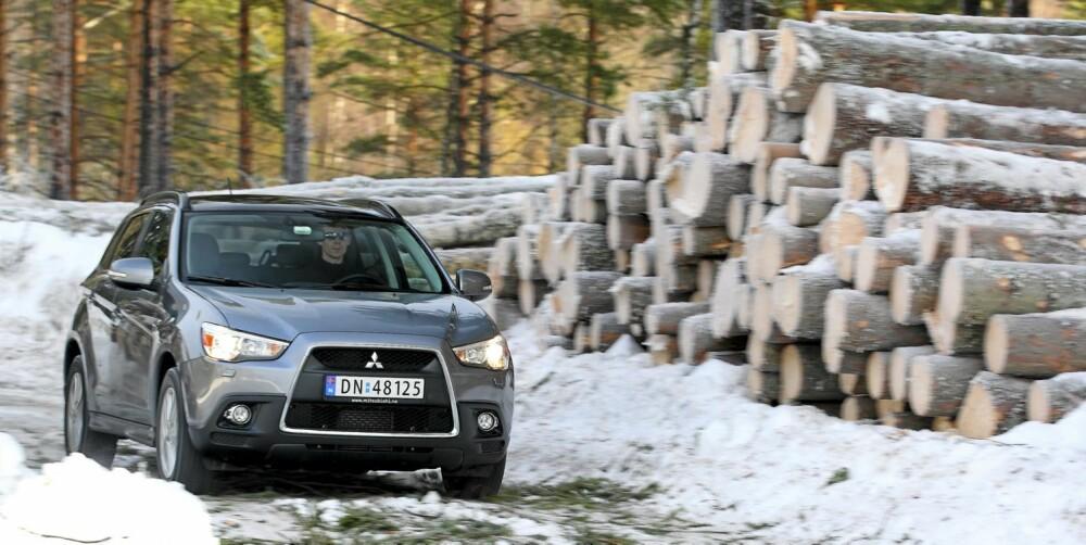Selv om Mitsubishi ASX kjører fint på vanlig vei, takler den også dårlige kjøreforhold. Men noen terrengbil er den ikke.