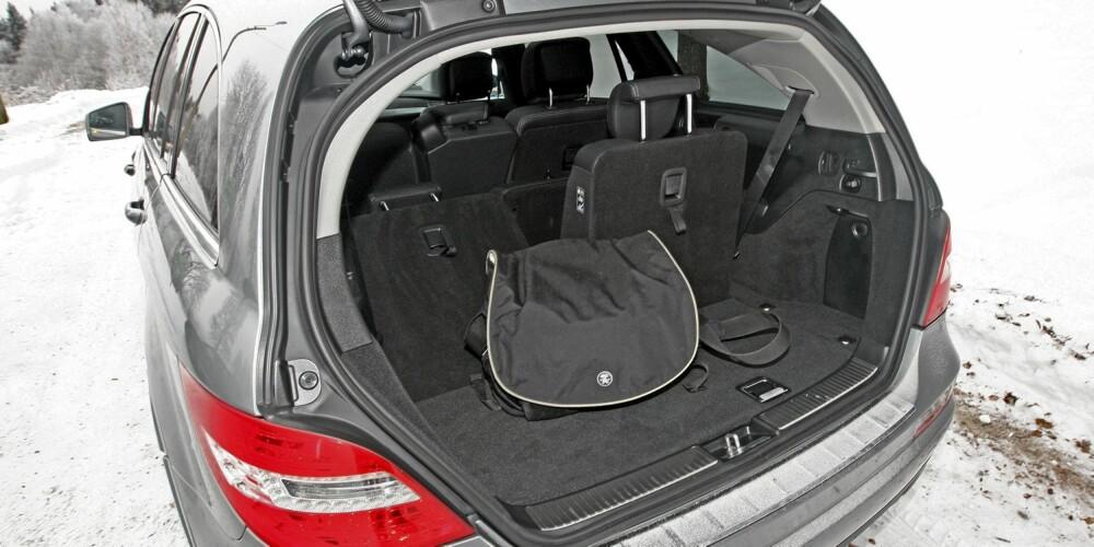 FORTSATT PLASS: R-klasse er en av få sjusetere som fortsatt har plass til litt bagasje når alle sju seter er slått opp.