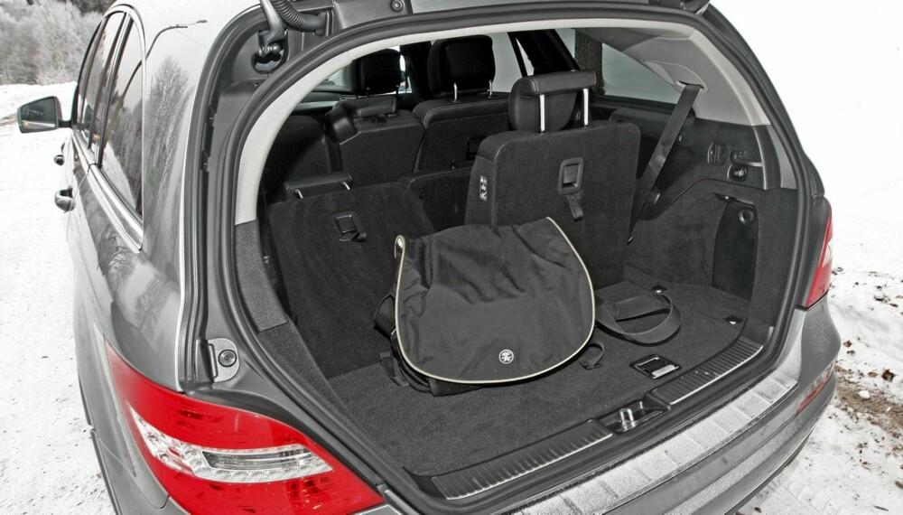 GOD PLASS: Mercedes R-klasse er blant bilene som kan skilte med enorm bagasjeplass.