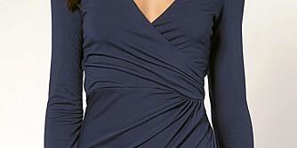 KJOLEN SOM KLER ALLE: En omslagskjole med draperinger rundt livet kler alle kroppsfasonger.