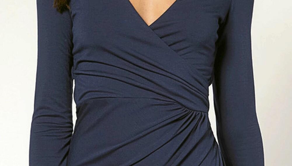 29e2a571 KJOLEN SOM KLER ALLE: En omslagskjole med draperinger rundt livet kler alle  kroppsfasonger.