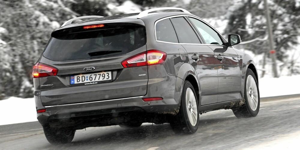 STOR: Ford Mondeo er 1,9 meter bred, og det bidrar til at bilen gir sjåføren storbilfølelser.