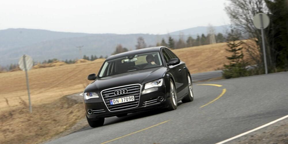 NØYSOM: Selv med 350 hestekrefter og 800 Nm under panseret, klarte Audi A8 seg med 0,69 l/mil.