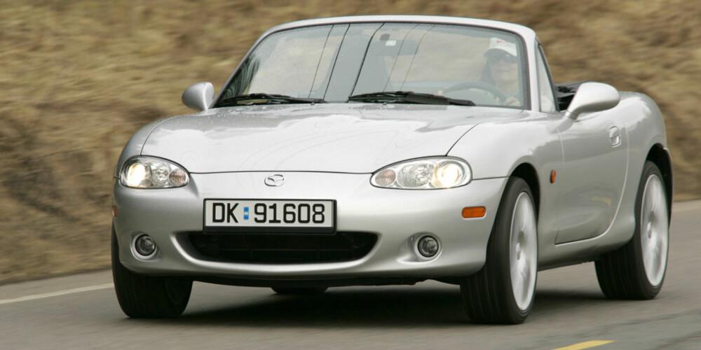 MIDT I MELLOM: 2005-modellen på bildet var den siste årsmodellen av 2. generasjon Mazda MX-5.