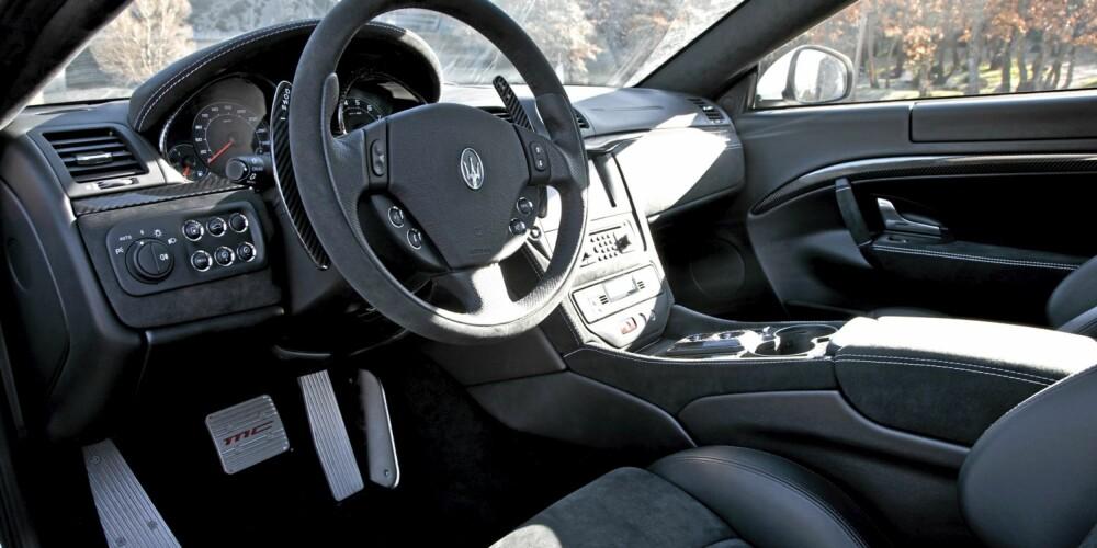 KARBONFIBER: Lav vekt og racingassosiasjoner gjør karbonfiber til det perfekte materialet for denne bilen.