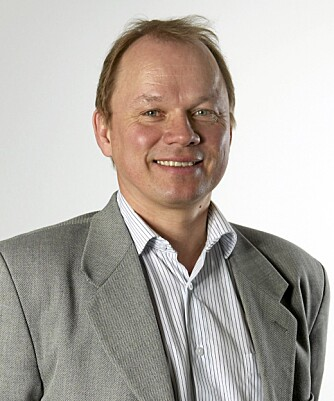 VÆR NØYE: ..med å feste hjulboltene, formaner produktsjef Torleiv Haukenes hos Dekkmann Oslo.
