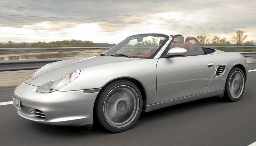 NY KLASSIKER: Porsche Boxster fyller de store forventningene Porsche-merket inngir. Her en 2003-modell.