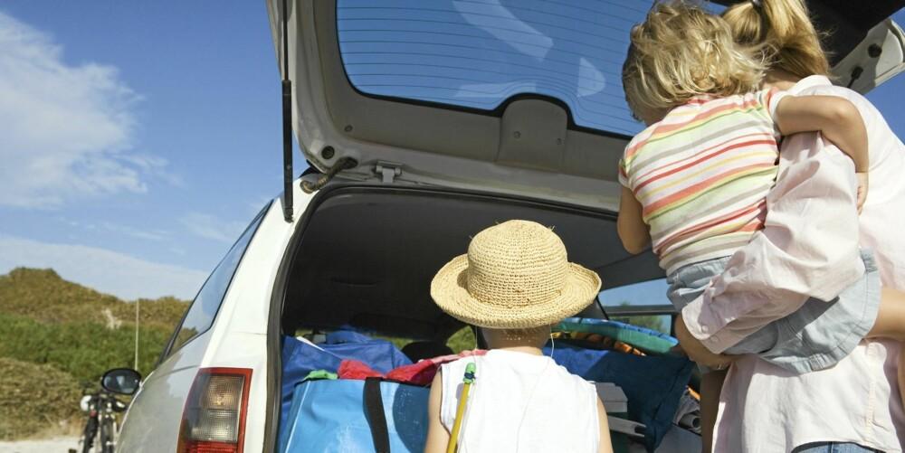 STRESS: Kvinner er multitaskere i hverdagen - er det derfor de oftere krasjer på parkeringsplasser? ILLUSTRASJONSFOTO: Colourbox