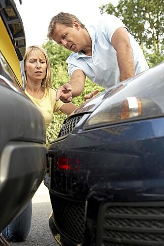 FORSKJELLIGE: Var det mannen som kjørte på henne, eller hun som rygget på ham? En av delene er ofte situasjonen. ILLUSTRASJONSFOTO: Colourbox