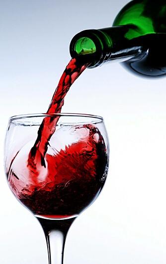 SPAR MYE: På våre utvalgte rødviner kan du spare opp til 105 kroner ved å kjøpe vinen i taxfree-butikken.