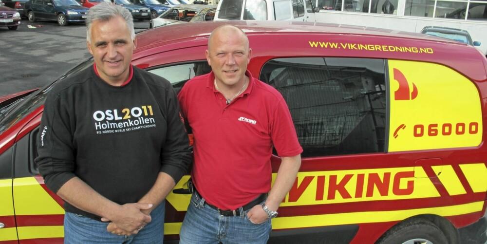 HJELPEN: Ole Vidar Sollie (t.v.) og Jon Andresen vil ikke anbefale eiere av nyere biler å forsøke seg på låste dører på egenhånd. FOTO: Geir Svardal