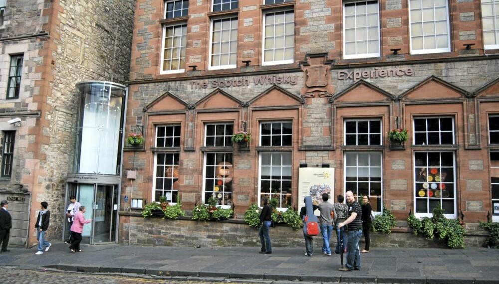 """WHISKY-OPPLEVELSE: Her på """"""""The Scotch Whisky Experience"""""""" ved Edinburgh Castle skjer det."""