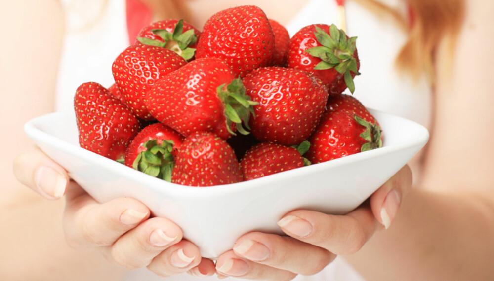 FRISTENDE: Jordbær er en av sommerfavorittene. Husk å spise mye av de gode bærene når de er best.
