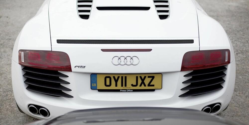 NASCAR-LYD: Åtteren i Audien gir fra seg en lyd som Porschen ikke kan matche.