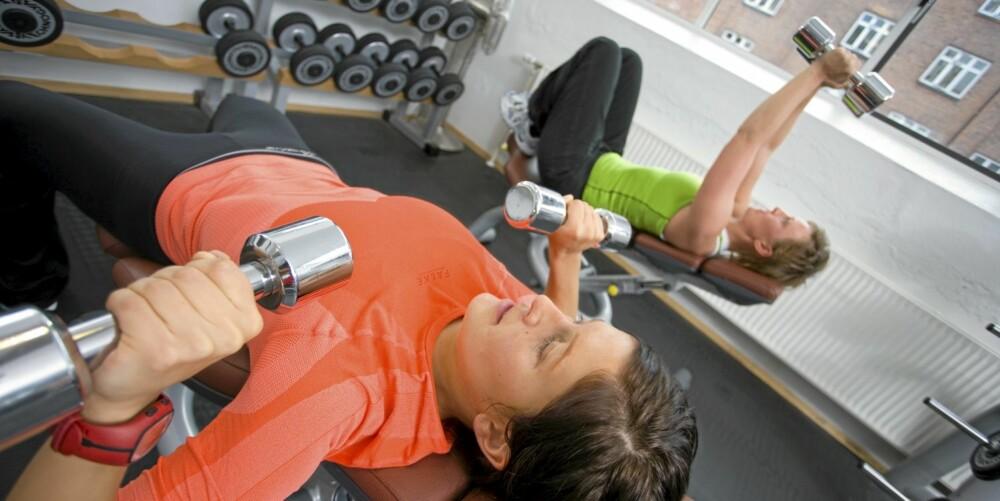 STYRKETRENING: Dersom du trener og spiser sunnere kan du redusere sykdomsrisikoen betydelig. Styrketrening er en effektiv måte å komme i form på.