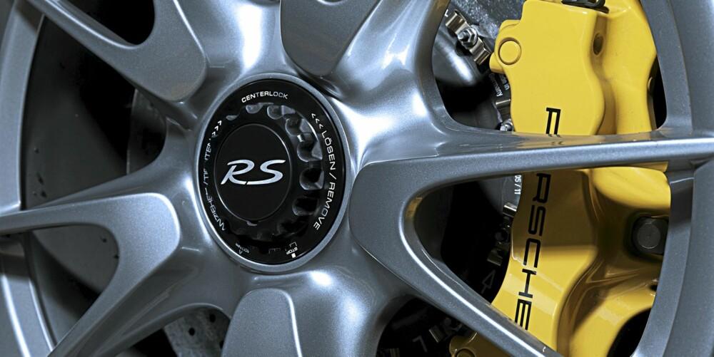 KARBONBREMSER: Disse karbonkeramiske bremsene stopper bilen veldig fort.
