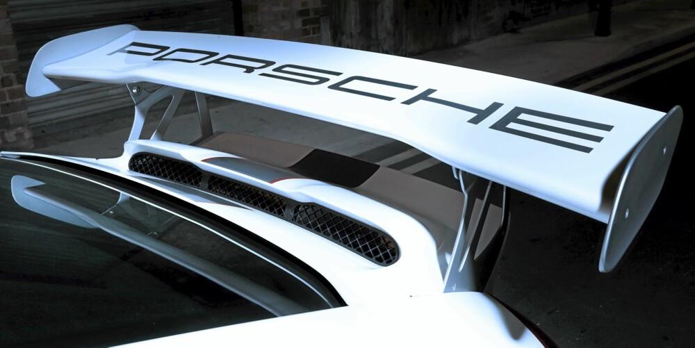 SKARPERE VINKEL: Spoileren er den samme som på den vanlige GT3 RS, men har en litt skarpere vinkle for å skape mer marktrykk.