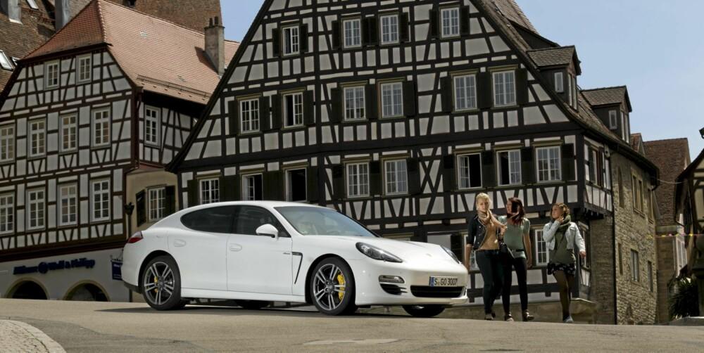 SPLITTER FOLKET: Vårt inntrykk er at Panamera er en polariserende bil. Enten elsker man utseendet, eller så hater man det.