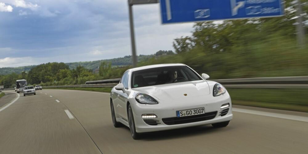 LANGTURER: Porsche fremhever dieselmodellen som en langturbil.