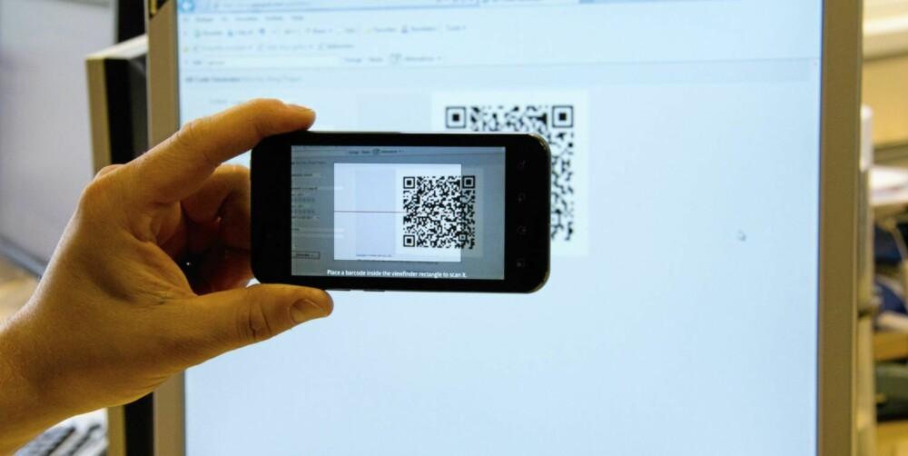 SKANN: Med et program som leser strekkoder på mobilen, kan du få vite hva som skjuler seg bak en såkalt QR-kode.