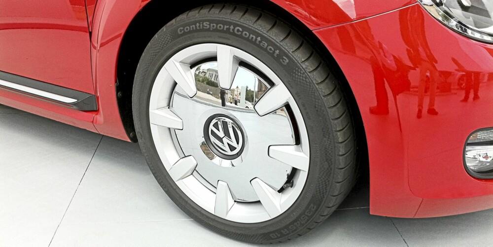 HJULENE: Jada ¿ de er veldig retro, og litt klisjéaktige. Men de ser helt mega ut. Og de blir sannsynligvis standard på Sport-versjonen av VW Beetle, eller noen tusen ekstra på Design-versjonen. FOTO: VW