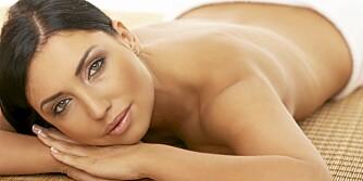 TA VARE: Sol og varme tørker ut huden din.